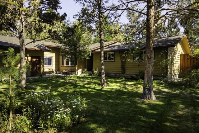 60 SE Myrtlewood Street, Bend, OR 97702 (MLS #220128000) :: Berkshire Hathaway HomeServices Northwest Real Estate