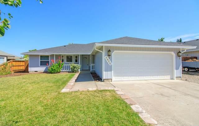 2925 Stacie Way, Medford, OR 97504 (MLS #220128008) :: Bend Homes Now