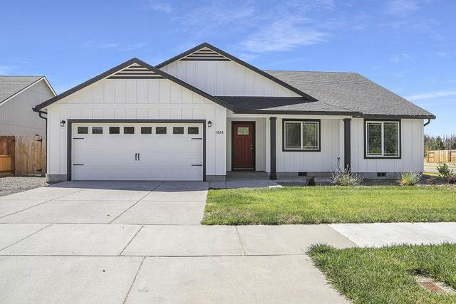 1058 Arch Court, Grants Pass, OR 97527 (MLS #220128010) :: Berkshire Hathaway HomeServices Northwest Real Estate