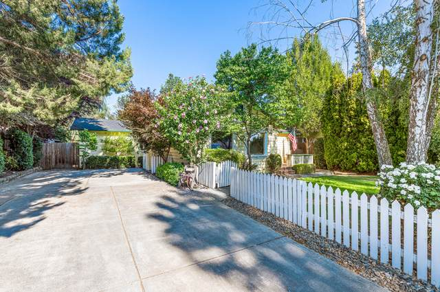 1538 Dixie Lane, Medford, OR 97501 (MLS #220128011) :: Premiere Property Group, LLC