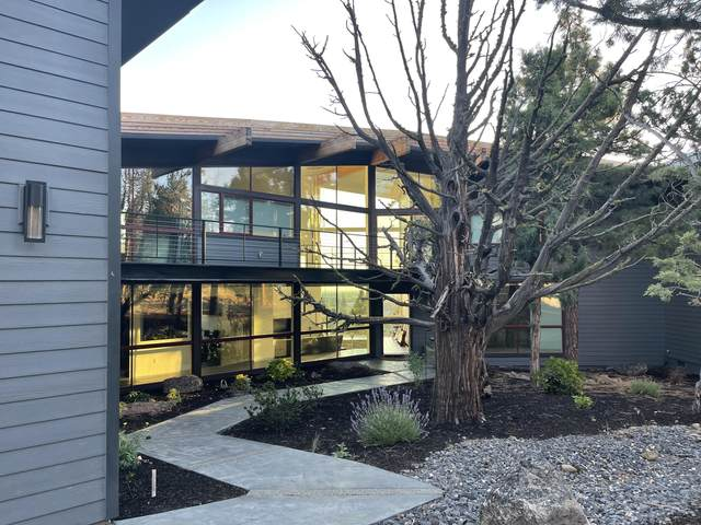 3518 NW Mesa Verde Court, Bend, OR 97703 (MLS #220128029) :: The Ladd Group