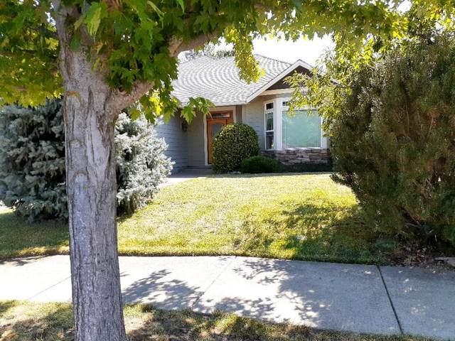 511 SE Jaylen Drive, Grants Pass, OR 97527 (MLS #220128041) :: Arends Realty Group