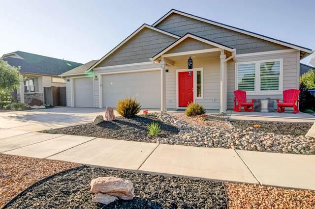 2423 NW Ivy Avenue, Redmond, OR 97756 (MLS #220128046) :: Team Birtola | High Desert Realty