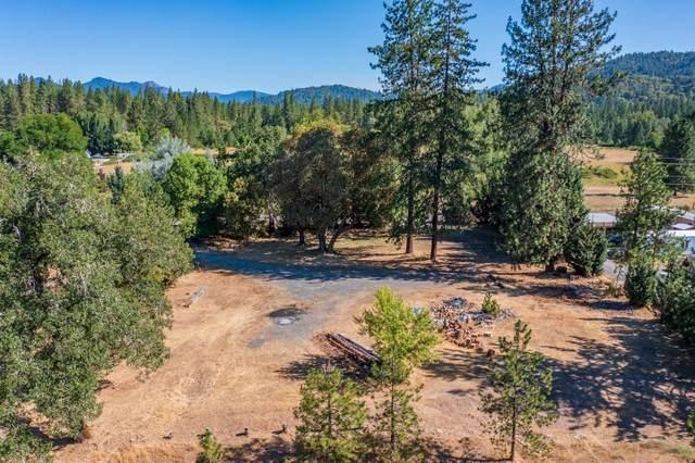 8448 E Evans Creek Road, Rogue River, OR 97537 (MLS #220128083) :: Vianet Realty