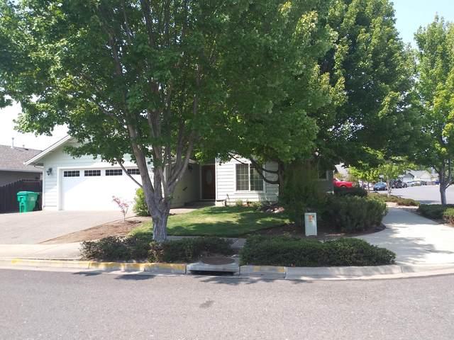 2704 SW Yellowtail Lane, Grants Pass, OR 97527 (MLS #220128084) :: Team Birtola   High Desert Realty