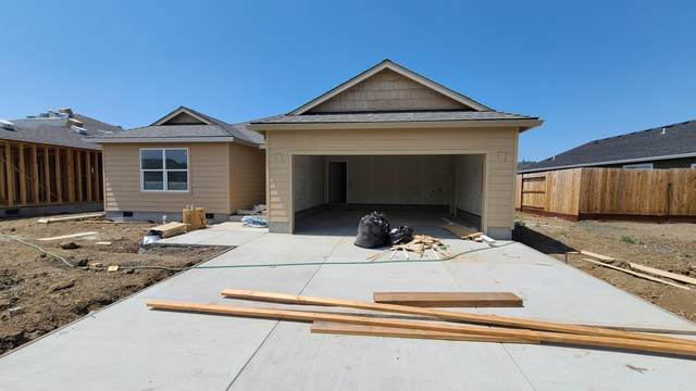 985 Stonewater Drive, Eagle Point, OR 97524 (MLS #220128156) :: Vianet Realty