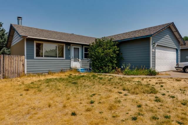 3025 SW Quartz Avenue, Redmond, OR 97756 (MLS #220128169) :: Bend Homes Now