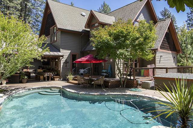 225 Granite Hill Road, Grants Pass, OR 97526 (MLS #220128171) :: Coldwell Banker Sun Country Realty, Inc.