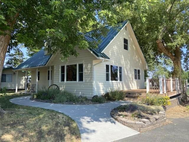 10861 Crystal Springs Road, Klamath Falls, OR 97603 (MLS #220128196) :: The Ladd Group