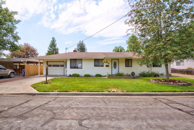 920 NE Croxton Avenue, Grants Pass, OR 97526 (MLS #220128246) :: Bend Homes Now