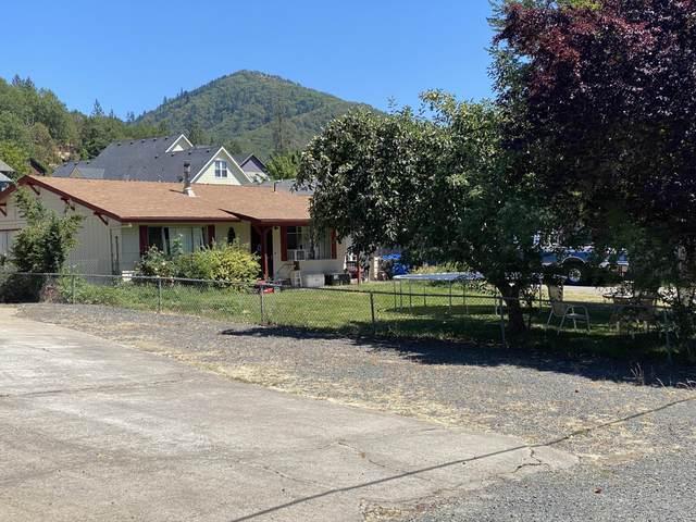 630 Broadway Street, Rogue River, OR 97537 (MLS #220128250) :: Vianet Realty