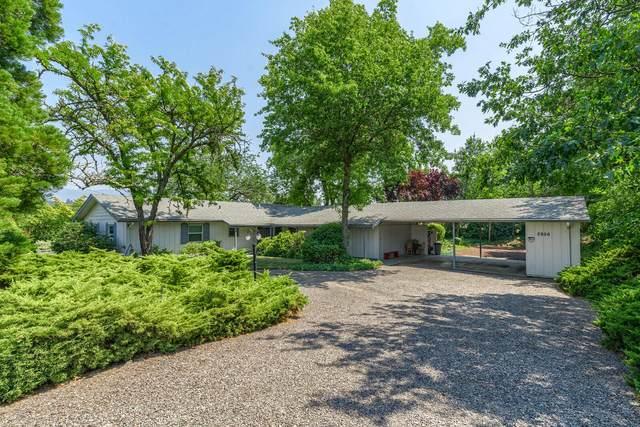 2956 Hillcrest Road, Medford, OR 97504 (MLS #220128266) :: Bend Homes Now