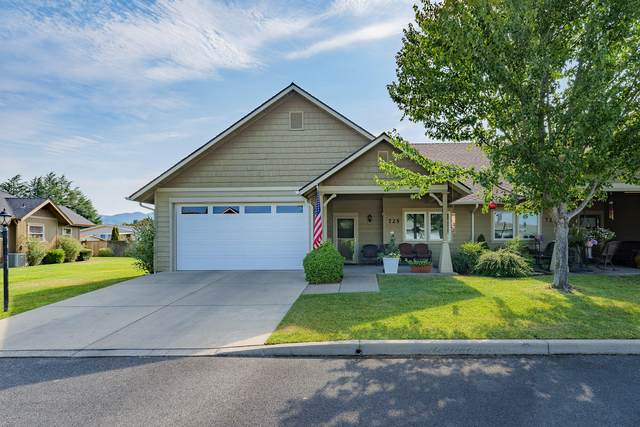 725 SW Kinsington Court, Grants Pass, OR 97526 (MLS #220128274) :: The Ladd Group