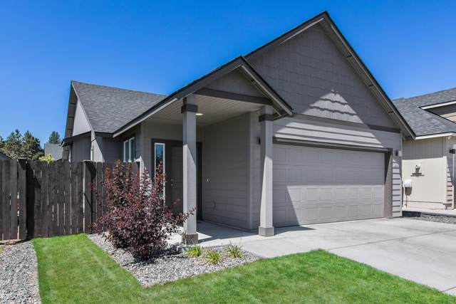 2989 NE Roxy Place, Bend, OR 97701 (MLS #220128276) :: The Ladd Group