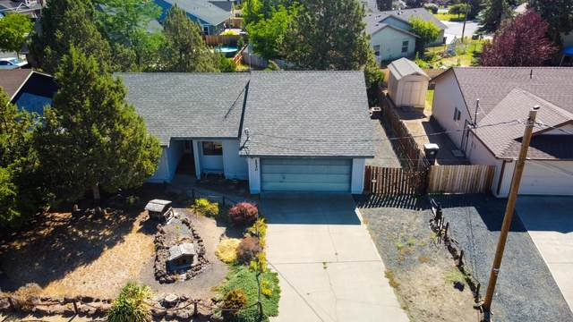 1530 SW 21st Place, Redmond, OR 97756 (MLS #220128286) :: Coldwell Banker Bain