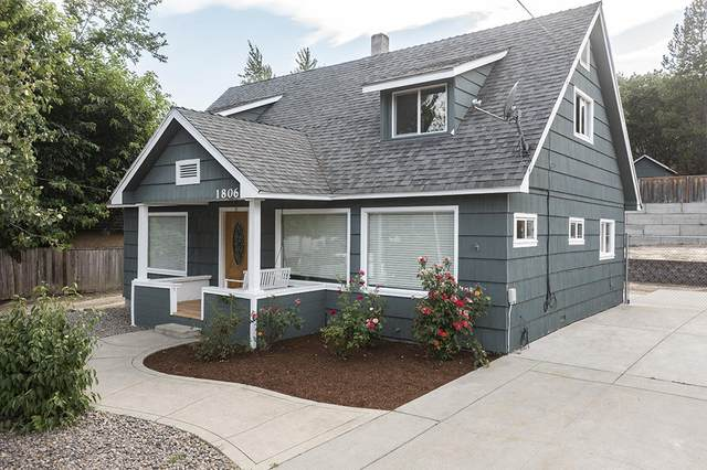 1806 NW Candler Avenue, Grants Pass, OR 97526 (MLS #220128288) :: The Ladd Group