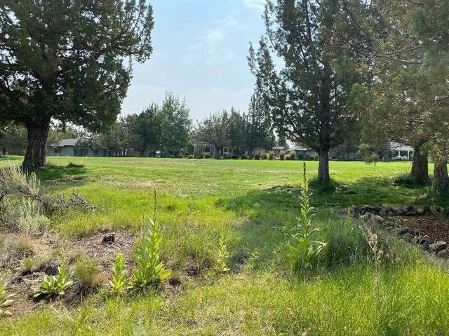 1988 Mountain Quail Drive, Redmond, OR 97756 (MLS #220128310) :: Coldwell Banker Sun Country Realty, Inc.