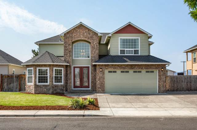 1950 Bluegrass Drive, Central Point, OR 97502 (MLS #220128328) :: Coldwell Banker Sun Country Realty, Inc.