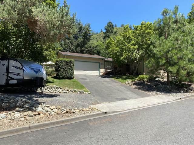 1661 NE Terrace Drive, Grants Pass, OR 97526 (MLS #220128358) :: Vianet Realty