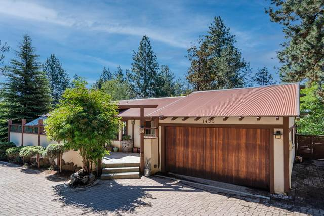 1435 NW West Hills Avenue, Bend, OR 97703 (MLS #220128372) :: Premiere Property Group, LLC