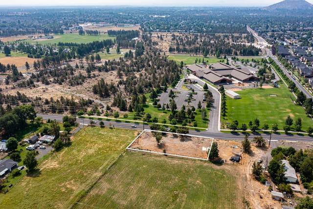 21030 Yeoman Road, Bend, OR 97701 (MLS #220128393) :: The Ladd Group