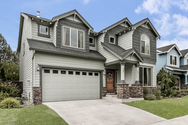 1861 NE Altura Drive, Bend, OR 97701 (MLS #220128396) :: The Ladd Group