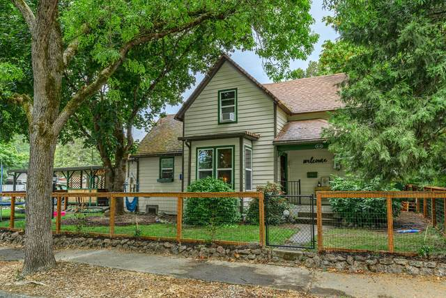 416 NW Booth Street, Grants Pass, OR 97526 (MLS #220128417) :: The Ladd Group
