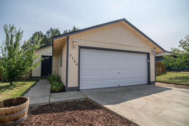2046 SW 33rd Street, Redmond, OR 97756 (MLS #220128427) :: Bend Relo at Fred Real Estate Group