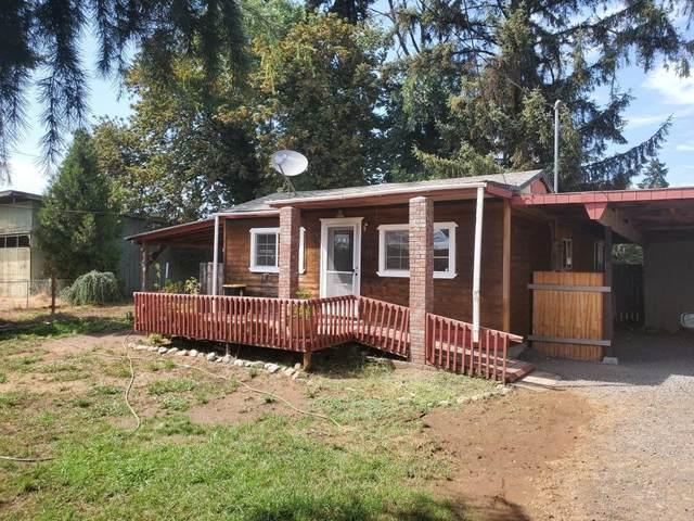 135 Hult Avenue, Dillard, OR 97432 (MLS #220128432) :: Vianet Realty