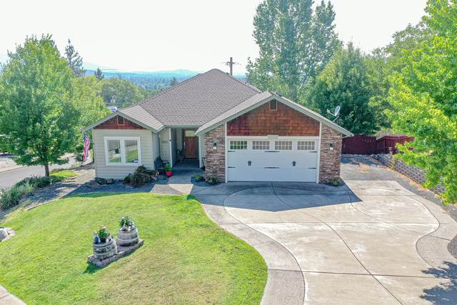 1500 NE R J Drive, Grants Pass, OR 97526 (MLS #220128477) :: FORD REAL ESTATE
