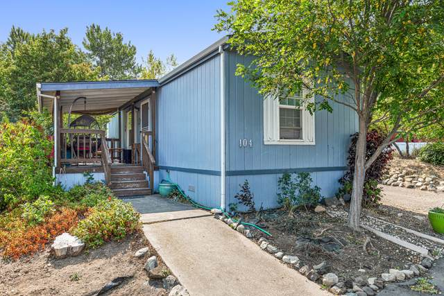 321 Clay Street #104, Ashland, OR 97520 (MLS #220128518) :: FORD REAL ESTATE
