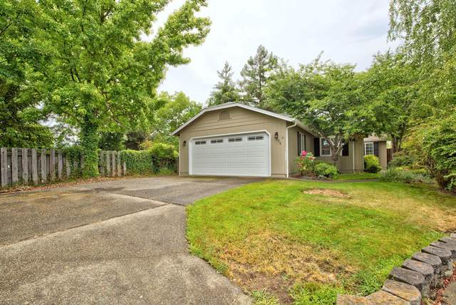 109 Freedom Circle, Grants Pass, OR 97527 (MLS #220128544) :: Schaake Capital Group