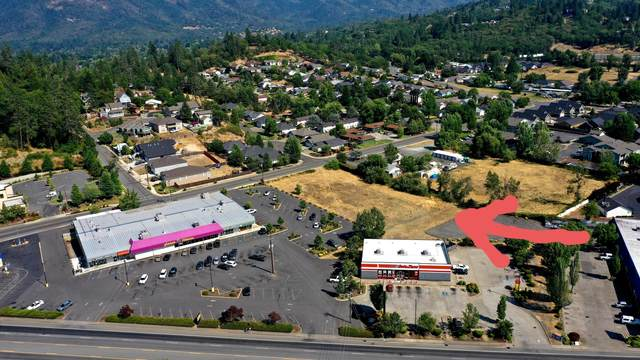 1650 Harbeck Road, Grants Pass, OR 97527 (MLS #220128652) :: The Ladd Group