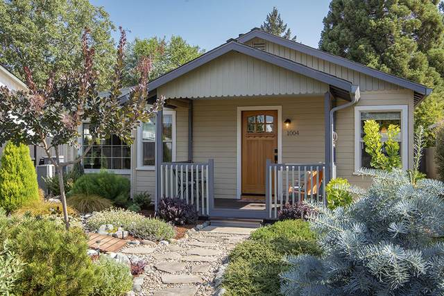 1004 NW Birch Street, Grants Pass, OR 97526 (MLS #220128671) :: The Ladd Group