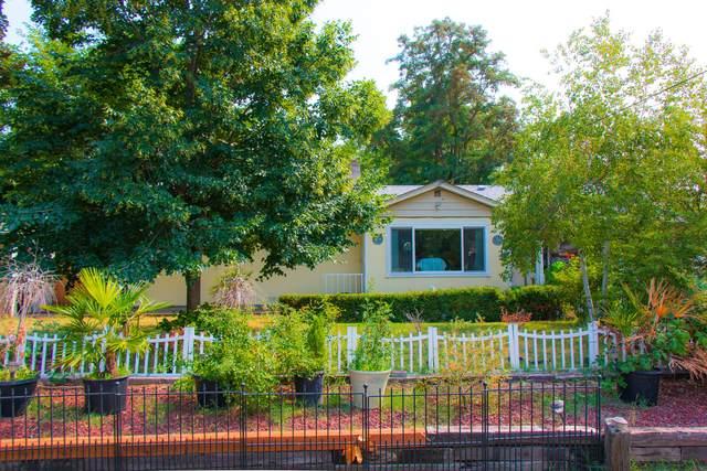 686 Lawnsdale Road, Medford, OR 97501 (MLS #220128682) :: Stellar Realty Northwest