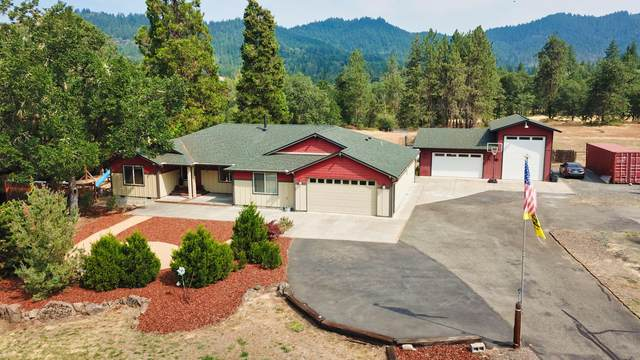 5450 Hugo Road, Grants Pass, OR 97526 (MLS #220128692) :: The Ladd Group