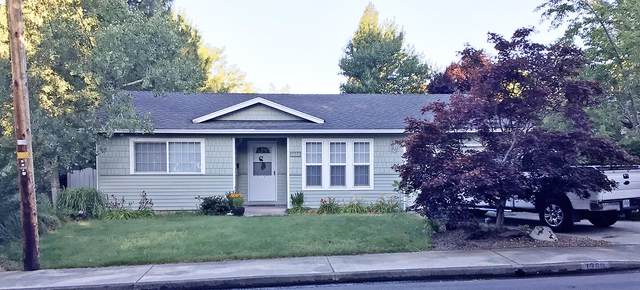 1360 NW Conklin Avenue, Grants Pass, OR 97526 (MLS #220128730) :: The Ladd Group