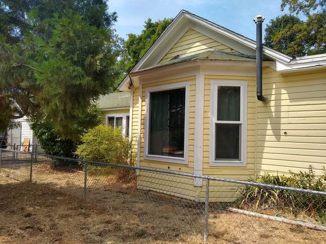 401 SW I Street, Grants Pass, OR 97526 (MLS #220128738) :: The Ladd Group