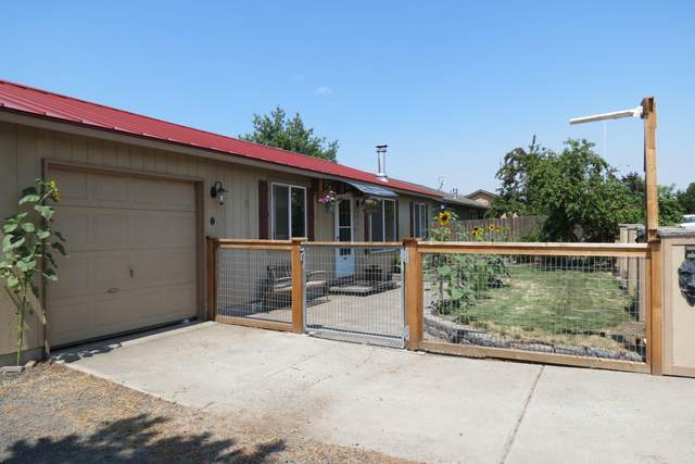 805 Mountain Ridge Drive, Culver, OR 97734 (MLS #220128800) :: Vianet Realty