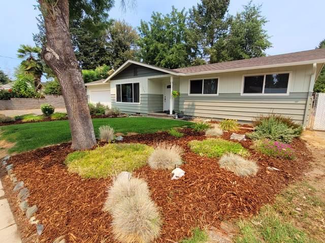 1702 SW Rogue River Avenue, Grants Pass, OR 97526 (MLS #220128835) :: Team Birtola   High Desert Realty