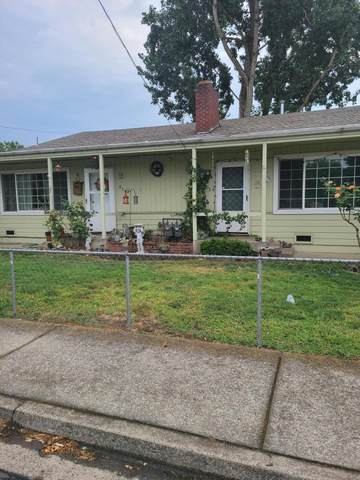 803 NE D Street A & B, Grants Pass, OR 97526 (MLS #220128922) :: FORD REAL ESTATE