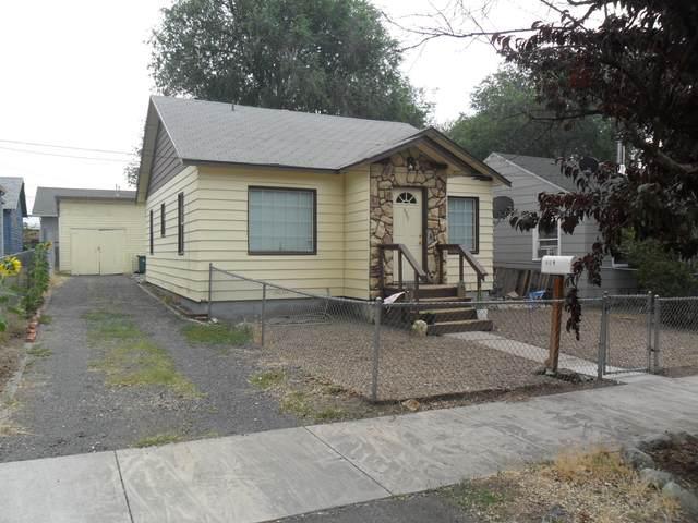 809 Mitchell Street, Klamath Falls, OR 97601 (MLS #220128971) :: Coldwell Banker Bain