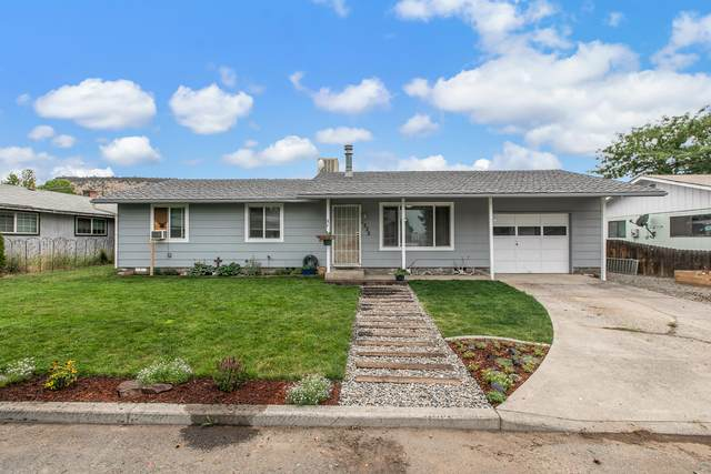 1222 SE 8th Street, Prineville, OR 97754 (MLS #220129064) :: Coldwell Banker Bain