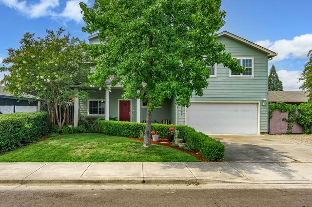 2587 Paloma Avenue, Medford, OR 97504 (MLS #220129315) :: Coldwell Banker Bain