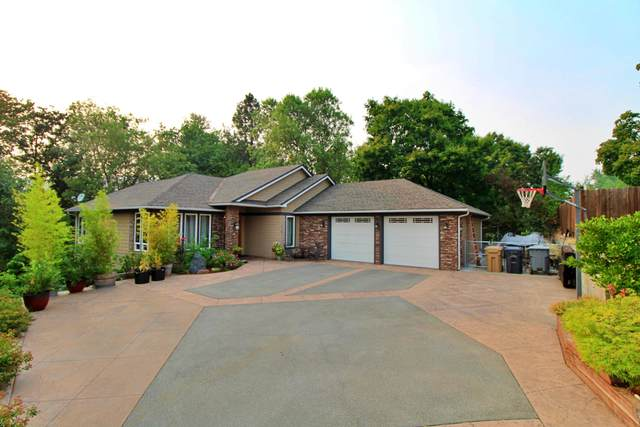 516 NW Lynel Court, Grants Pass, OR 97526 (MLS #220129467) :: The Ladd Group