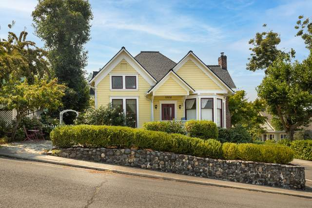 1205 SE Cass Avenue, Roseburg, OR 97470 (MLS #220129525) :: Arends Realty Group