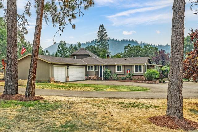 210 Oakmont Drive, Grants Pass, OR 97526 (MLS #220129600) :: FORD REAL ESTATE