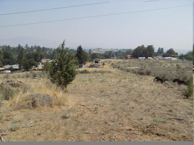 1124 Sequoia Street, Klamath Falls, OR 97601 (MLS #220129858) :: Bend Homes Now