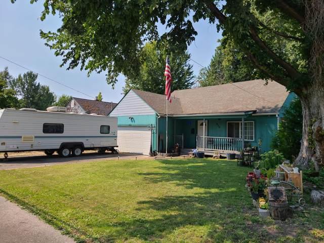 438 NE Flint Street, Grants Pass, OR 97526 (MLS #220130327) :: FORD REAL ESTATE