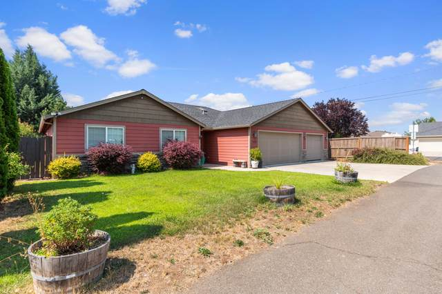 7435 Jerae Place, White City, OR 97503 (MLS #220130520) :: Coldwell Banker Bain